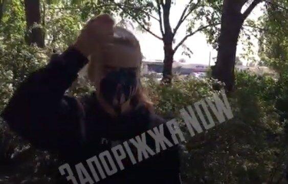Знущалися і реготали: в Запоріжжі жорстко покарали підлітків за прапор України