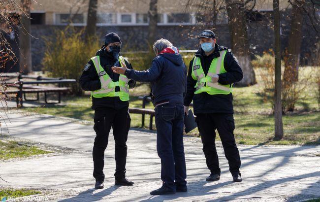 В Україні все ще можуть оштрафувати за ходіння без маски