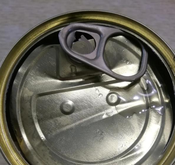 Як закрити вже відкриту консервну банку: в мережі показали лайфхак. Фото