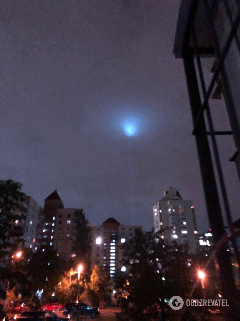 """""""Все, прилетіли! НЛО, так НЛО!"""" Киян здивувало """"загадкове"""" світіння в небі"""