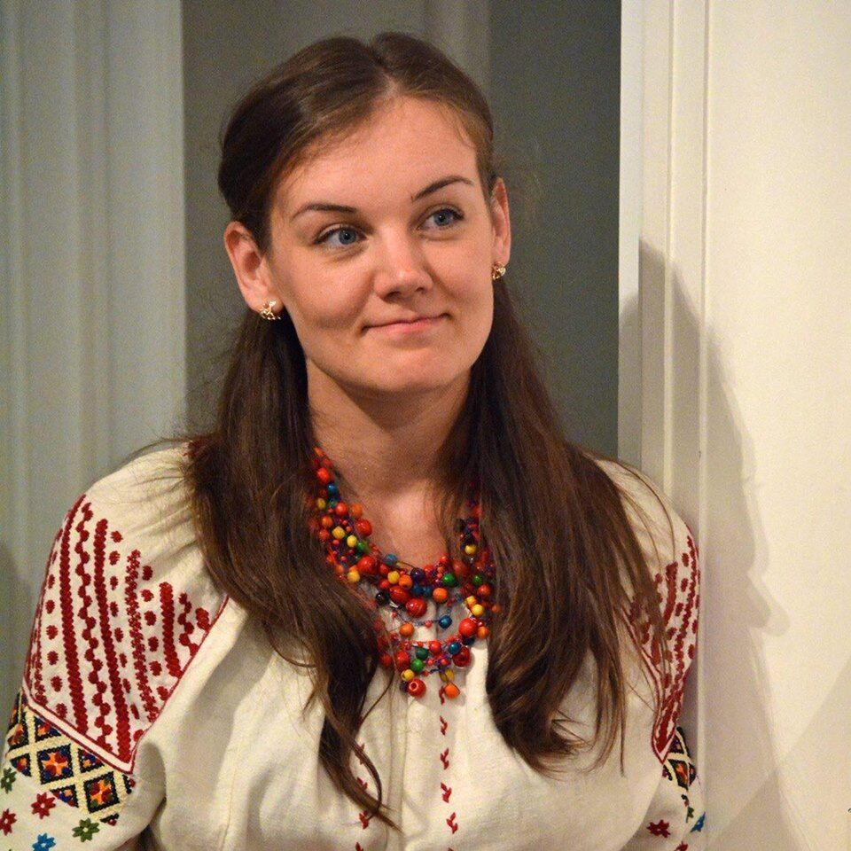 Леся Воронюк в вышиванке
