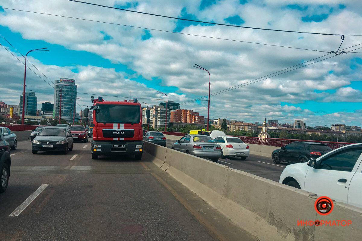 Пробка на Новому мосту в Дніпрі