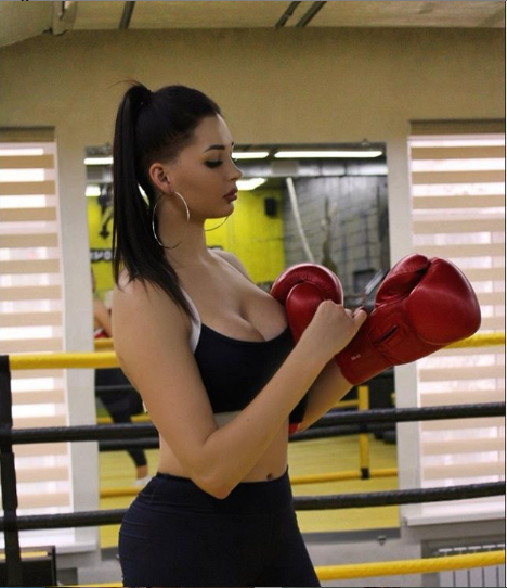 Одна из самых сексуальных волейболисток мира выставила большую грудь напоказ
