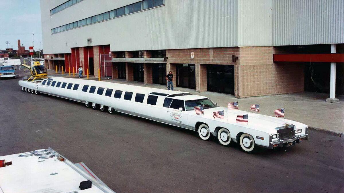 Самый длинный в мире автомобиль достигает в длину 100 футов (30 м)