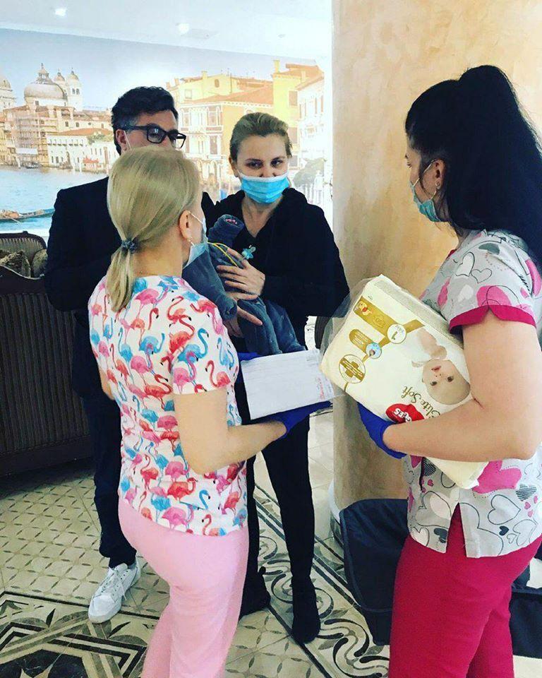 Шведская пара, которая все-таки прорвалась в Украину, прошла обсервацию и встретилась со своим ребенком