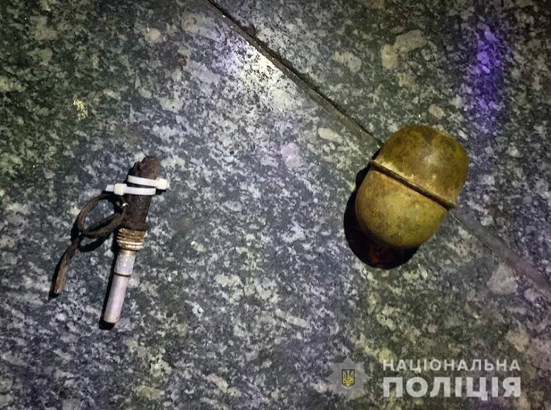 У супермаркеті Києва чоловік ледь не підірвав гранату через зауваження про маску