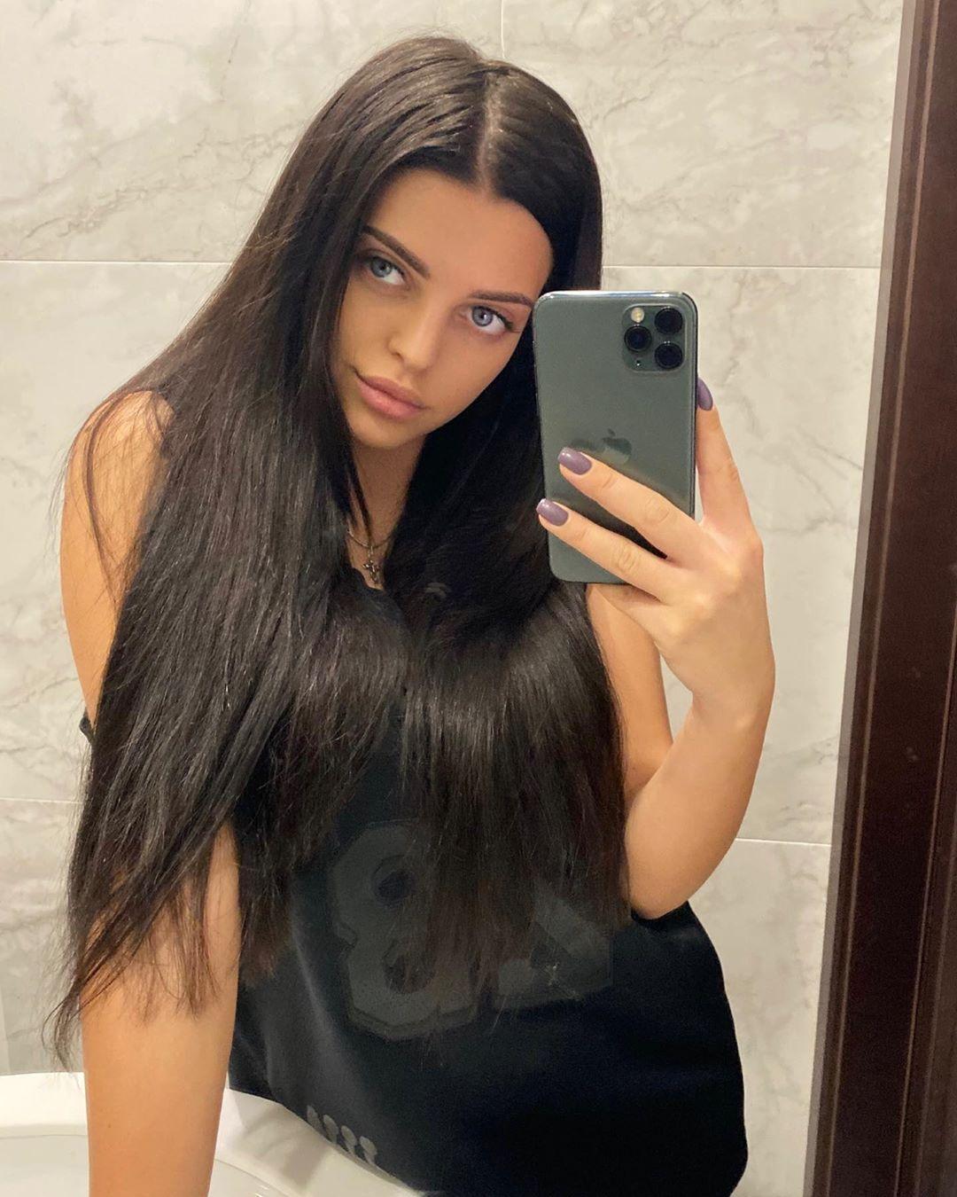 Девушка футболиста сборной Украины покорила интернет соблазнительными фото