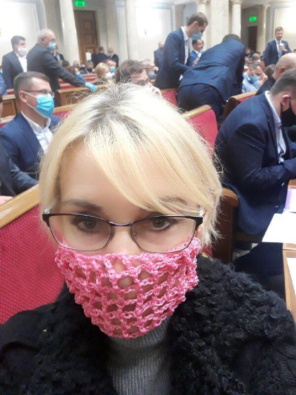 Єлизавета Богуцька в Раді в масці