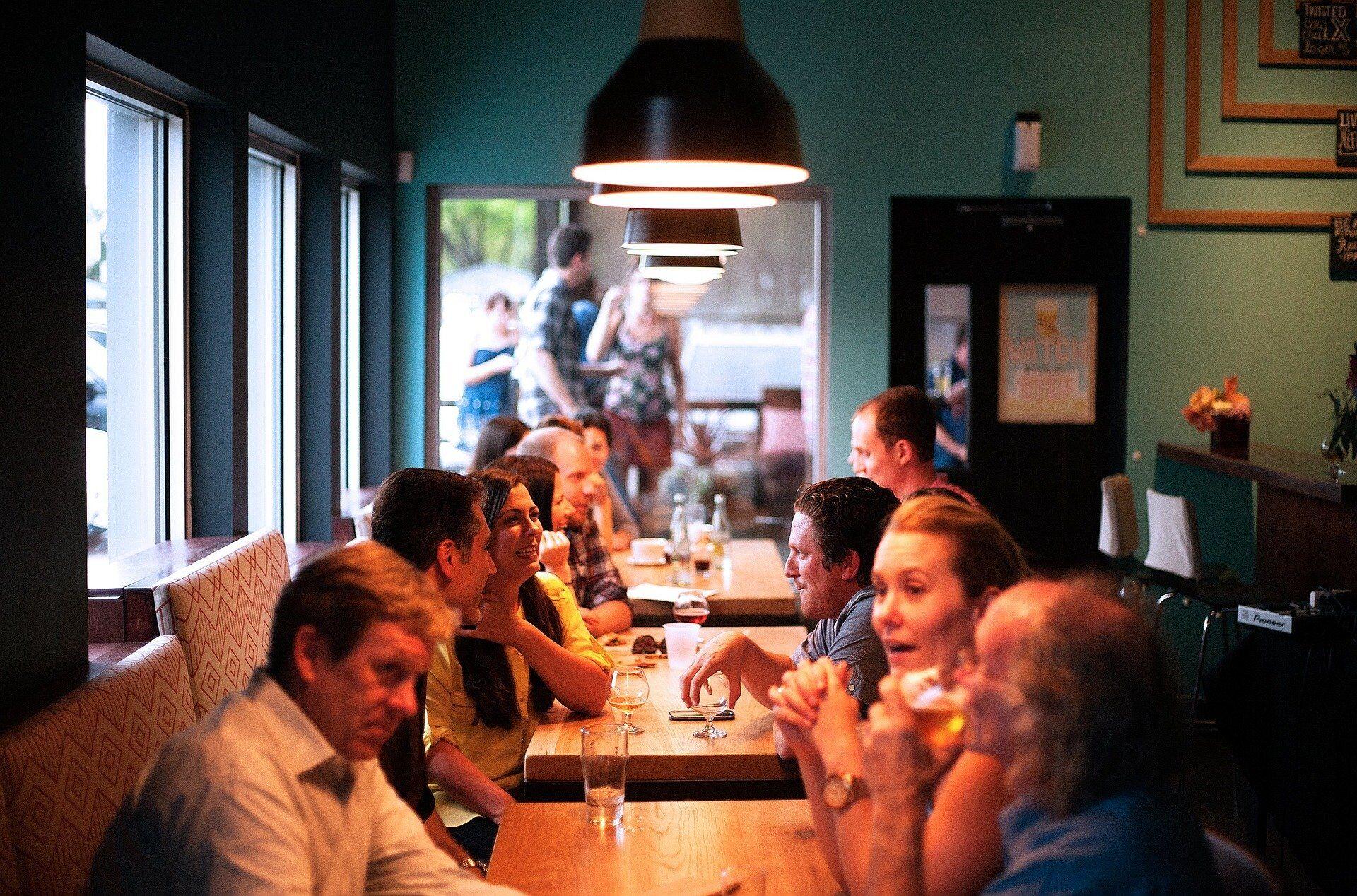Одесити масово заповнили тераси кафе і ресторанів