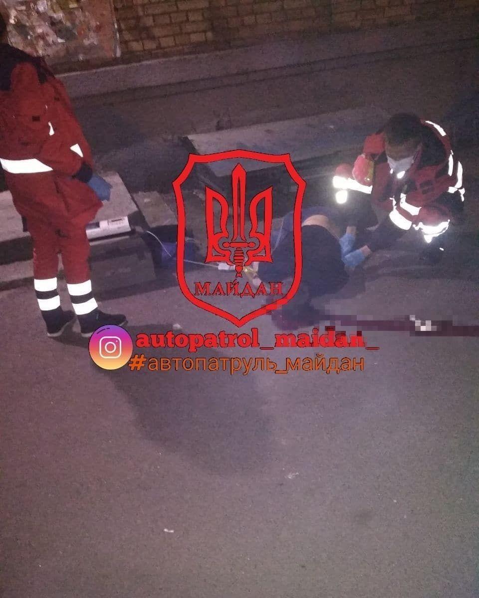 У Києві з вікна ТЦ випав хлопець, він загинув