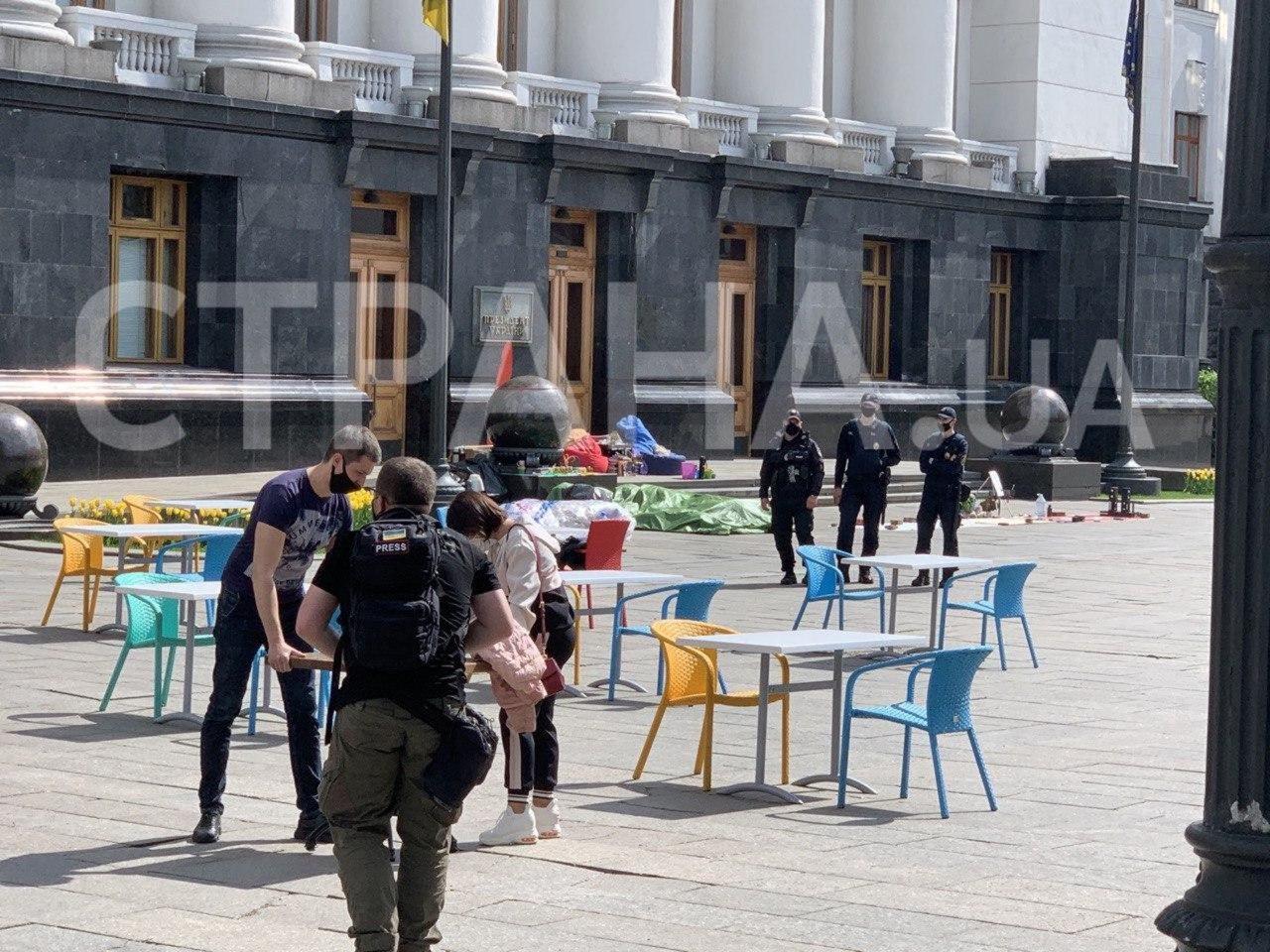 Рестораторы устроили бунт под офисом Зеленского. Фото и видео