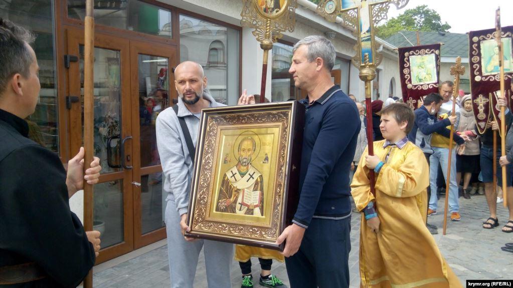 В Севастополе провели богослужение без масок