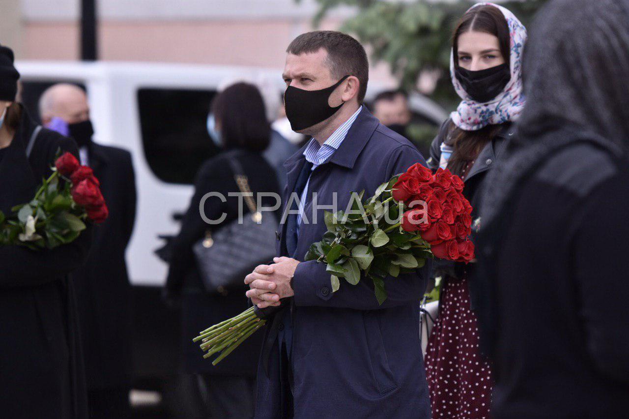 В Киеве простились с политиком Анатолием Матвиенко. Фото церемонии