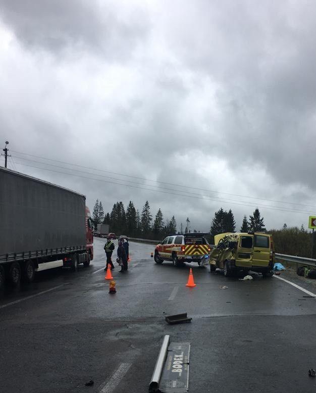 На Львовщине столкнулись грузовик и микроавтобус: 4 жертвы и 4 раненых