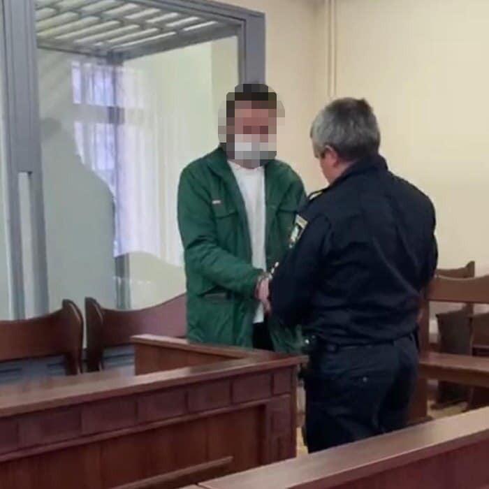 У Києві чоловіка запідозрили у зґвалтуванні та продажу порно з 13-річним похресником