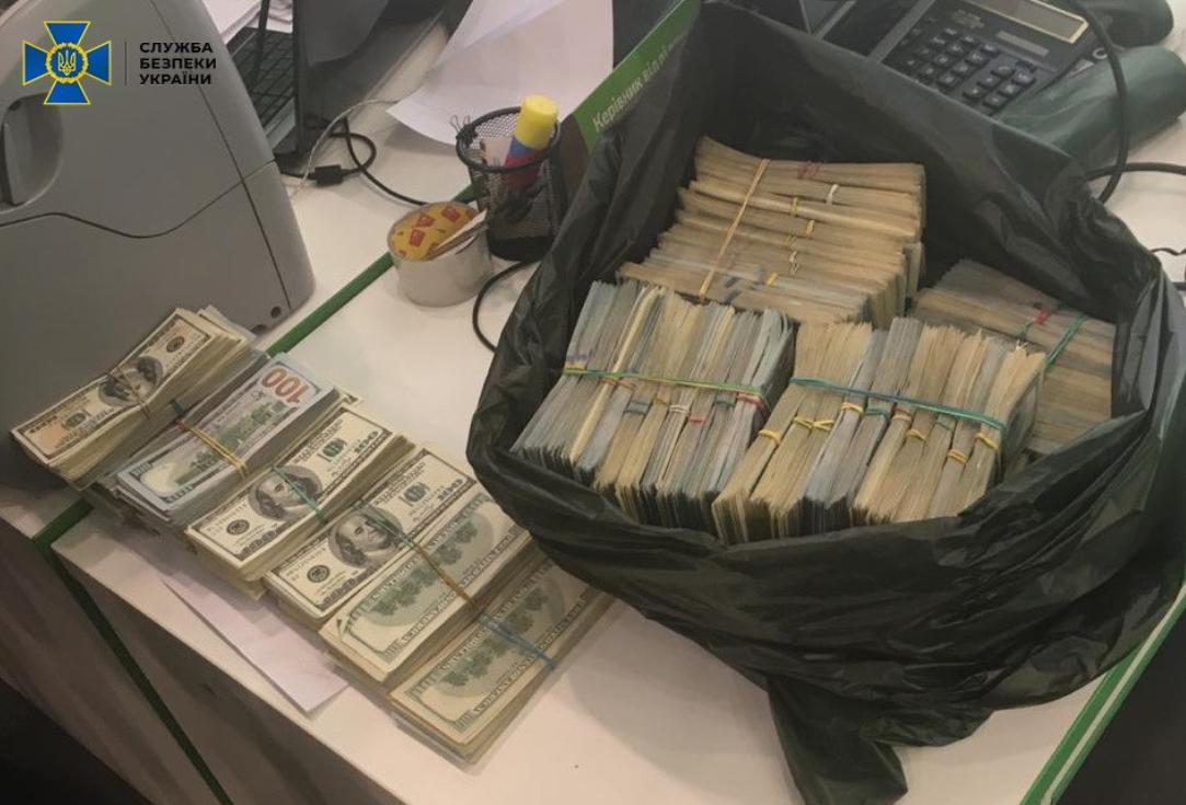 """В Україні викрили систему продажу """"біодобавок від COVID-19"""""""