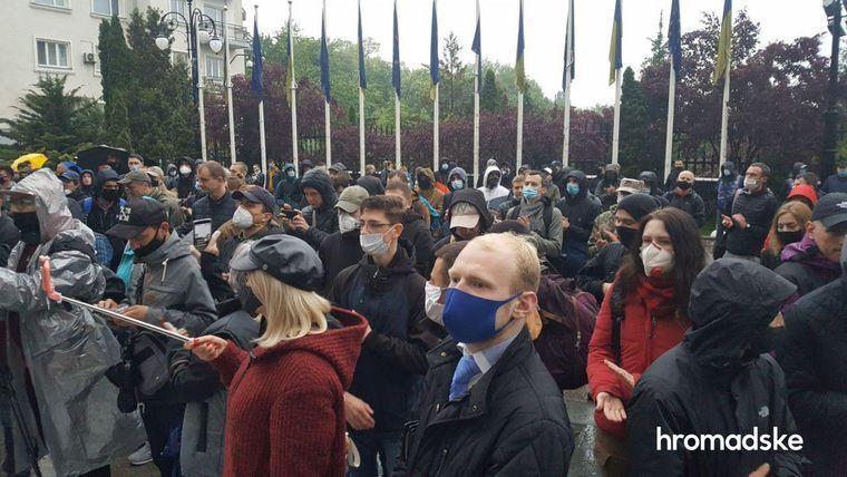 Одного з фігурантів справи Шеремета залишили за ґратами: під ОПУ влаштували протест