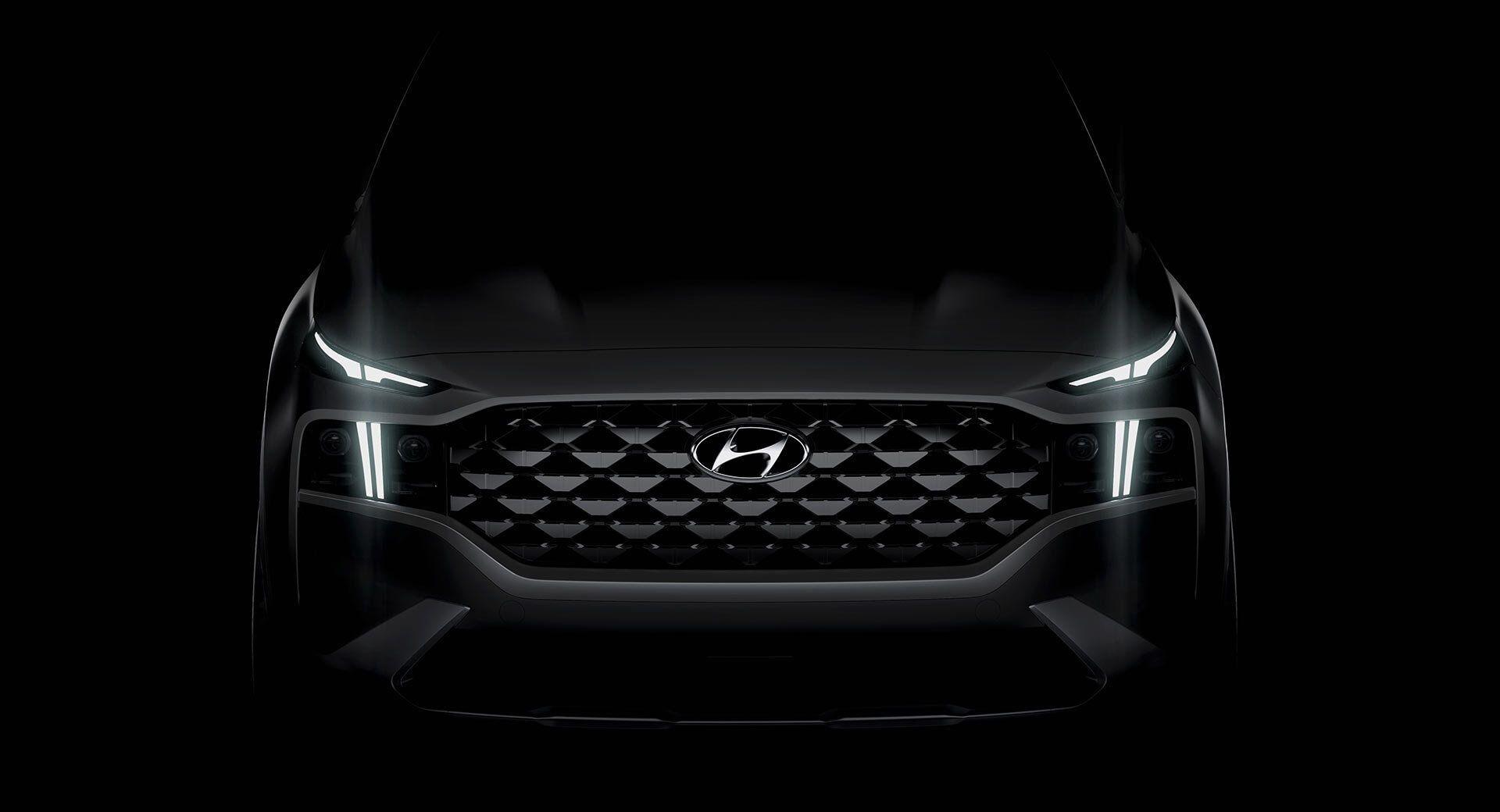 Hyundai Santa Fe 2021. Оформление решетки меняется в зависимости от комплектации