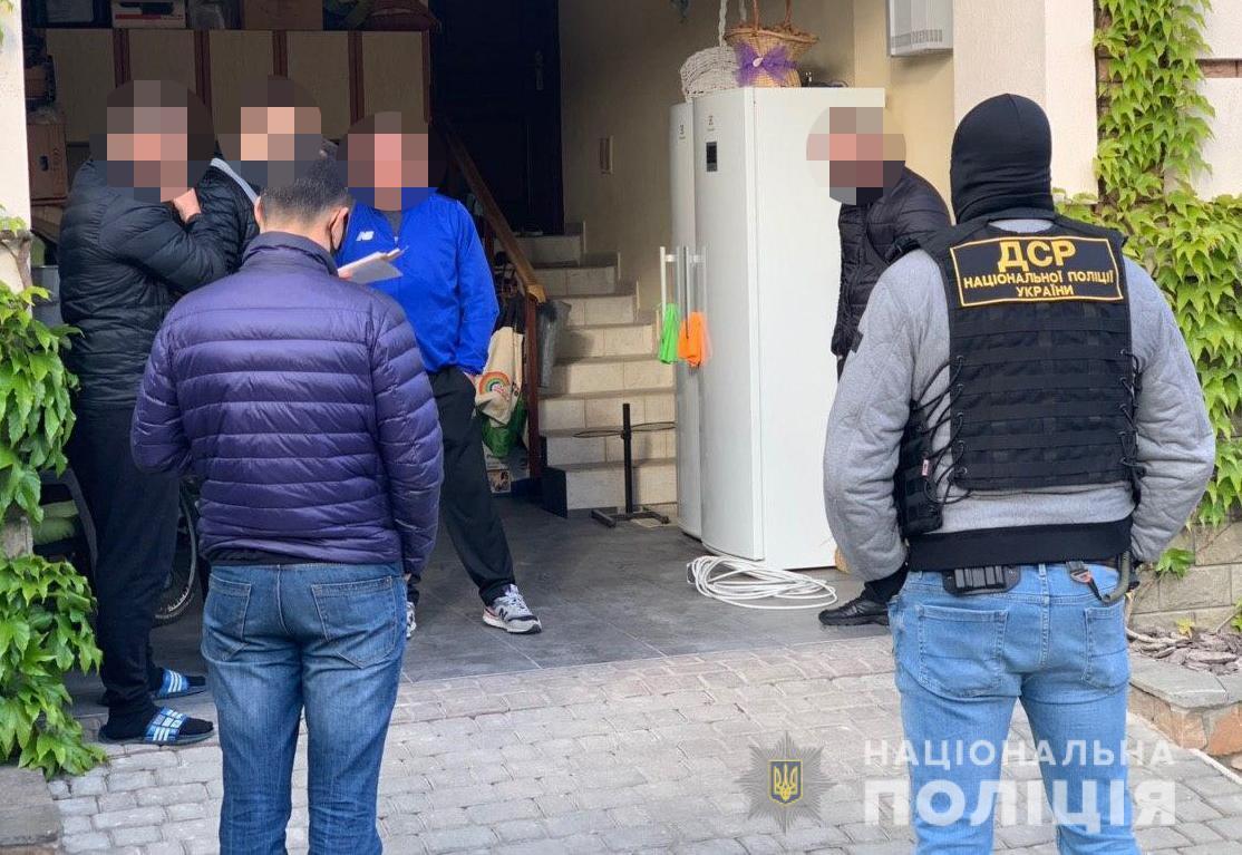 """В Україні пройшли масштабні обшуки у справі відомого """"злодія в законі"""""""