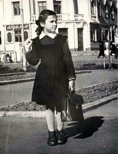 Шкільна форма для дівчаток в СРСР