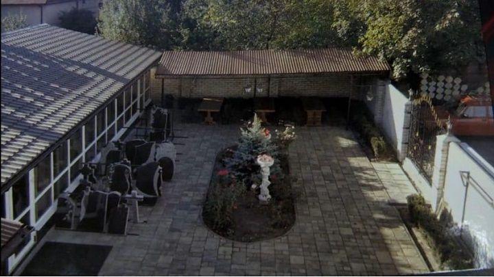 """В Киеве мужчина устроил похоронный дом """"Память"""" в собственном доме. Видео"""