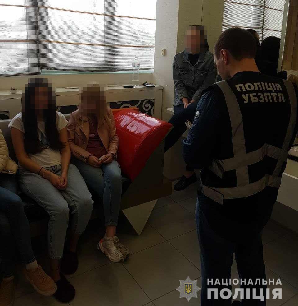 В ходе санкционированного обыска обнаружено 16 девушек