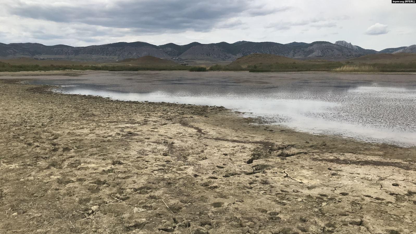 У Криму через посуху обміліло озеро Бугаз