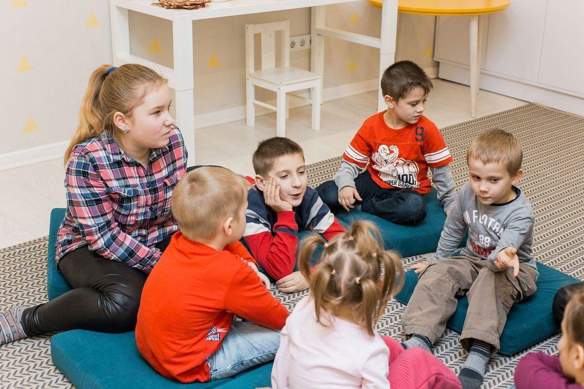 """""""Рідні"""": на """"24 каналі"""" з 1 червня стартує проект про усиновлення"""