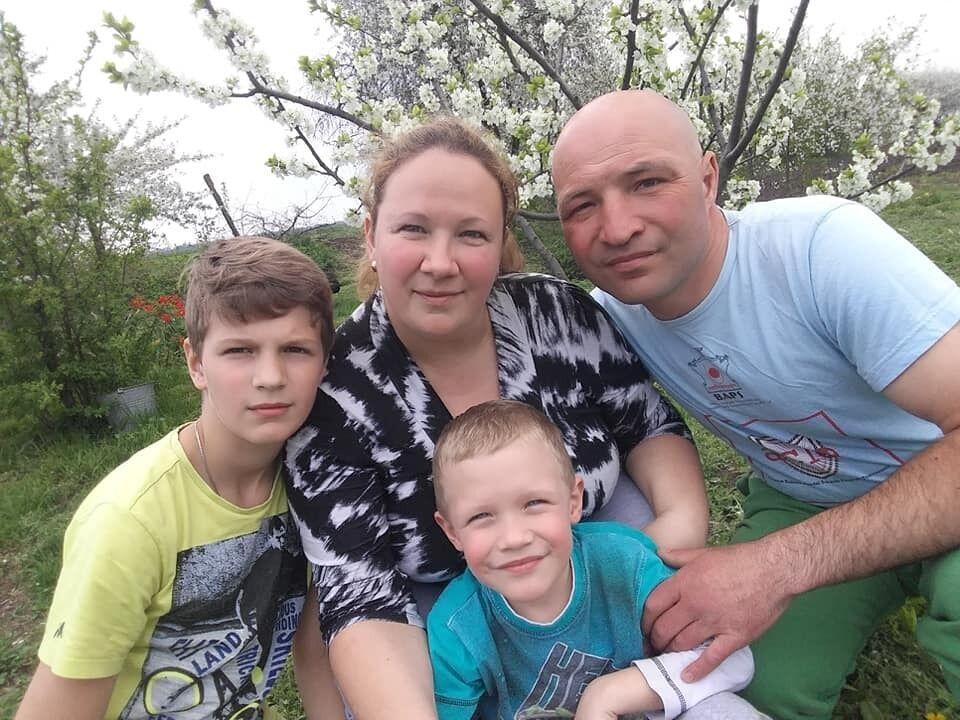 Кирило з батьками і старшим братом