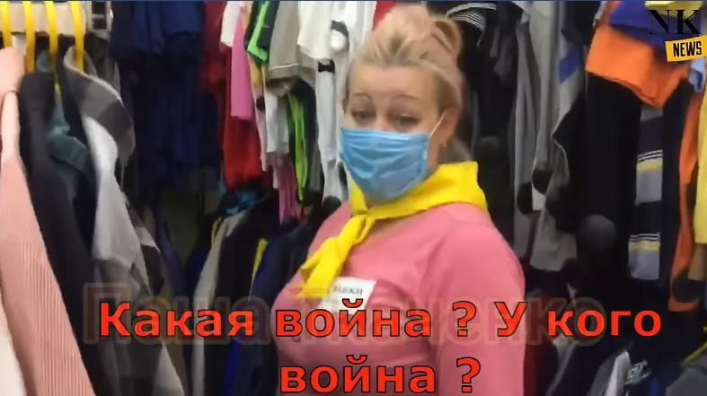 Продавчиня в магазині
