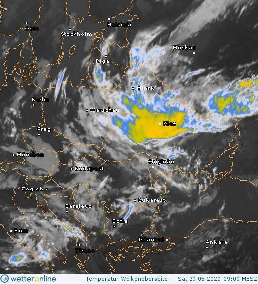 Київ пішов під воду через сильну зливу: машини попливли, місто тоне