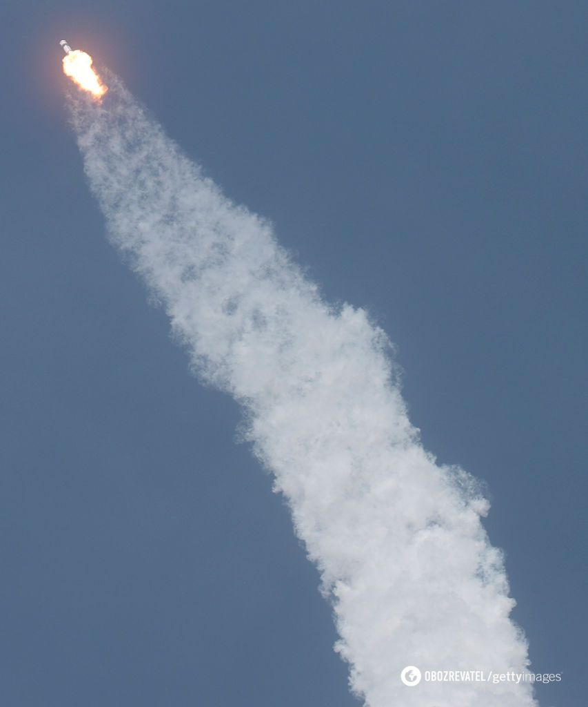 Астронавти NASA полетіли в космос на кораблі Маска Crew Dragon. Фото та відео