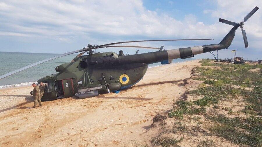 Вертоліт Мі-8 ЗСУ зробив аварійну посадку на березі Азовського моря