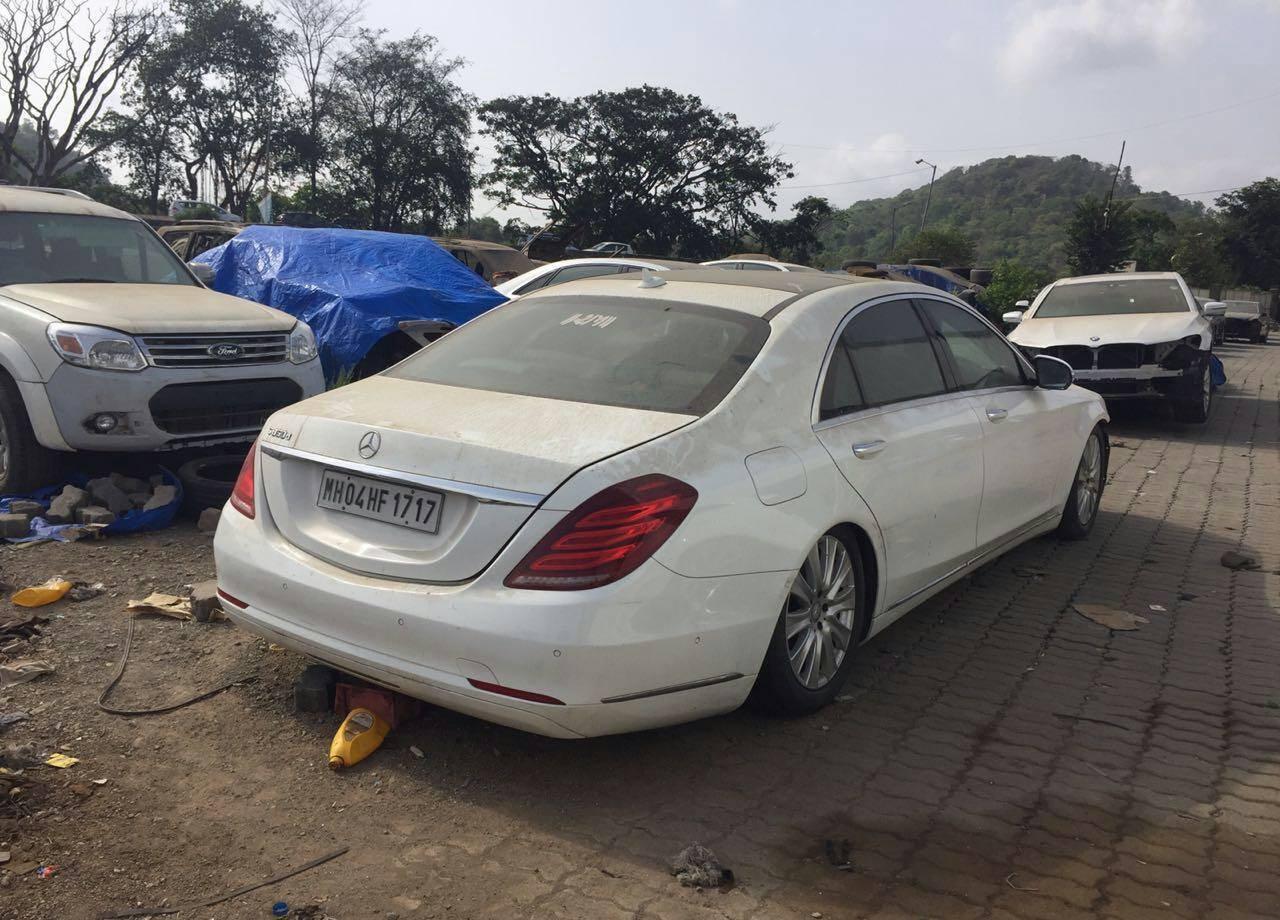 Покинуті Mercedes S-Class, BMW 7-Series і Audi A8 L
