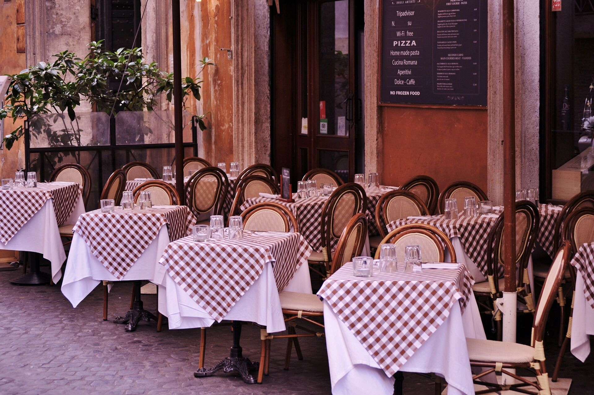 Ресторатори виступають за дозвіл відкрити літні майданчики на період карантину