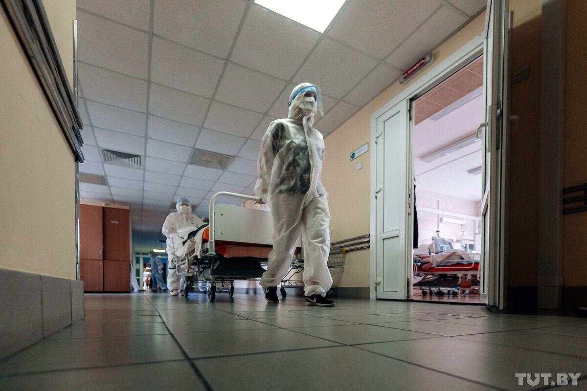"""""""Падали трупами"""": в Беларуси рассказали о """"коронавирусном аде"""" в больницах"""