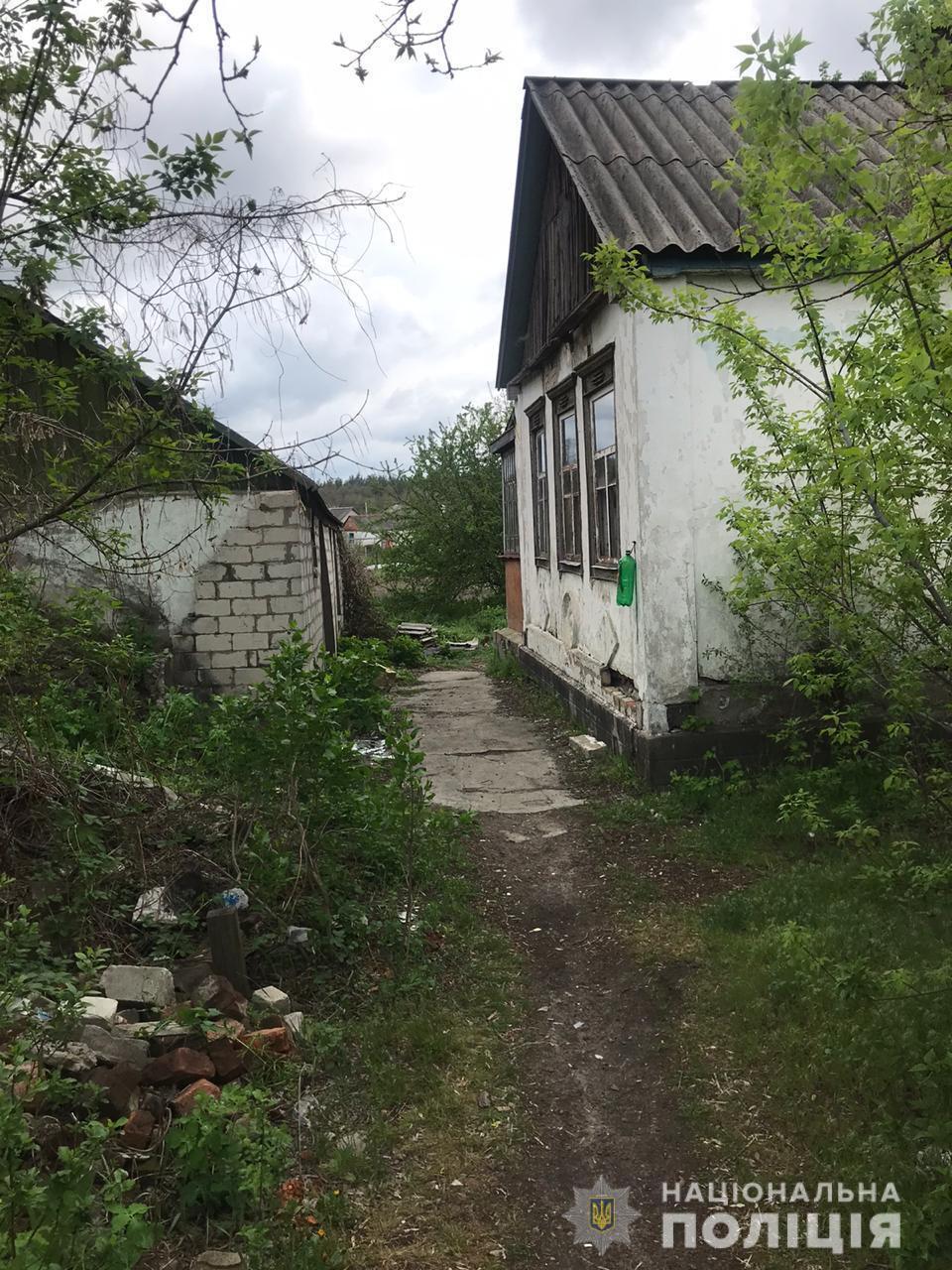 Под Харьковом мужчина зарубил знакомых топором из-за обиды