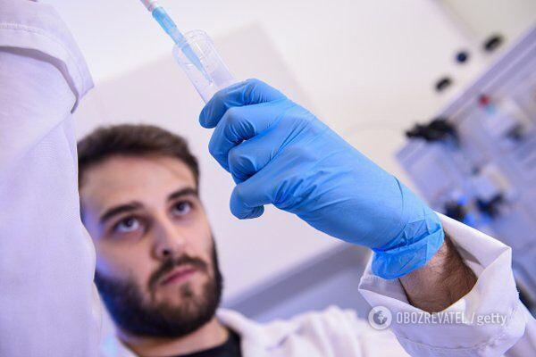 Некоторые из вакцин от коронавируса уже испытывают на людях