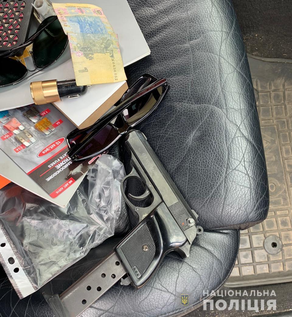 На Київщині спіймали банду псевдополіцейських, які заради грошей викрали людину
