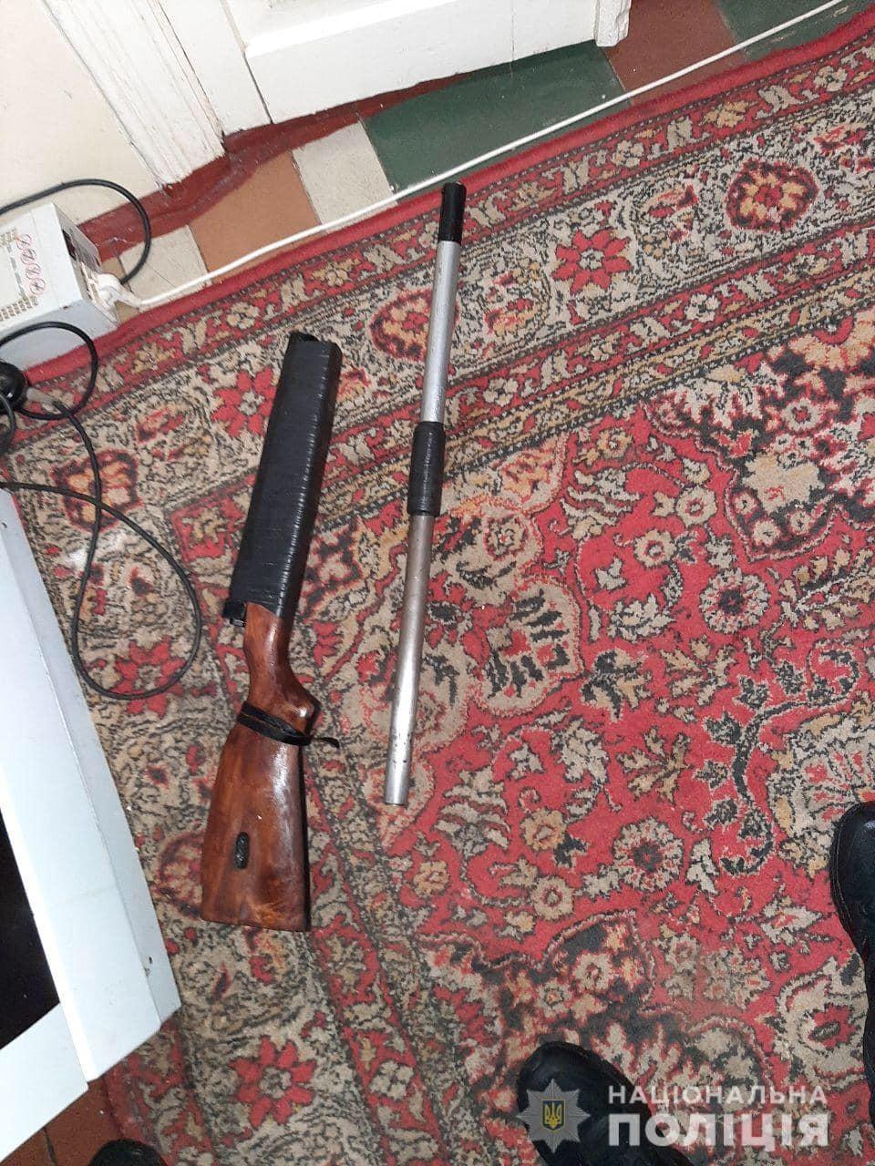 На Київщині чоловік влаштував стрілянину на власному подвір'ї