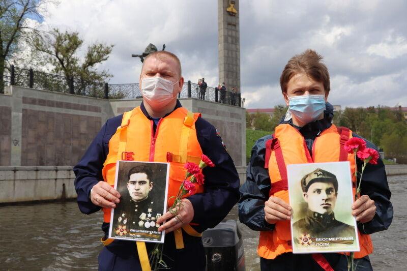 """Водолазы в Орле устроили шествие """"Бессмертного полка"""" по дну реки"""