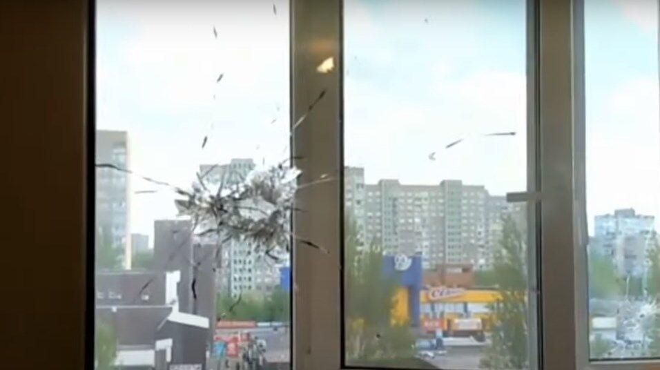 На Троещине из автомата обстреляли рынок: пули попали в жилые дома