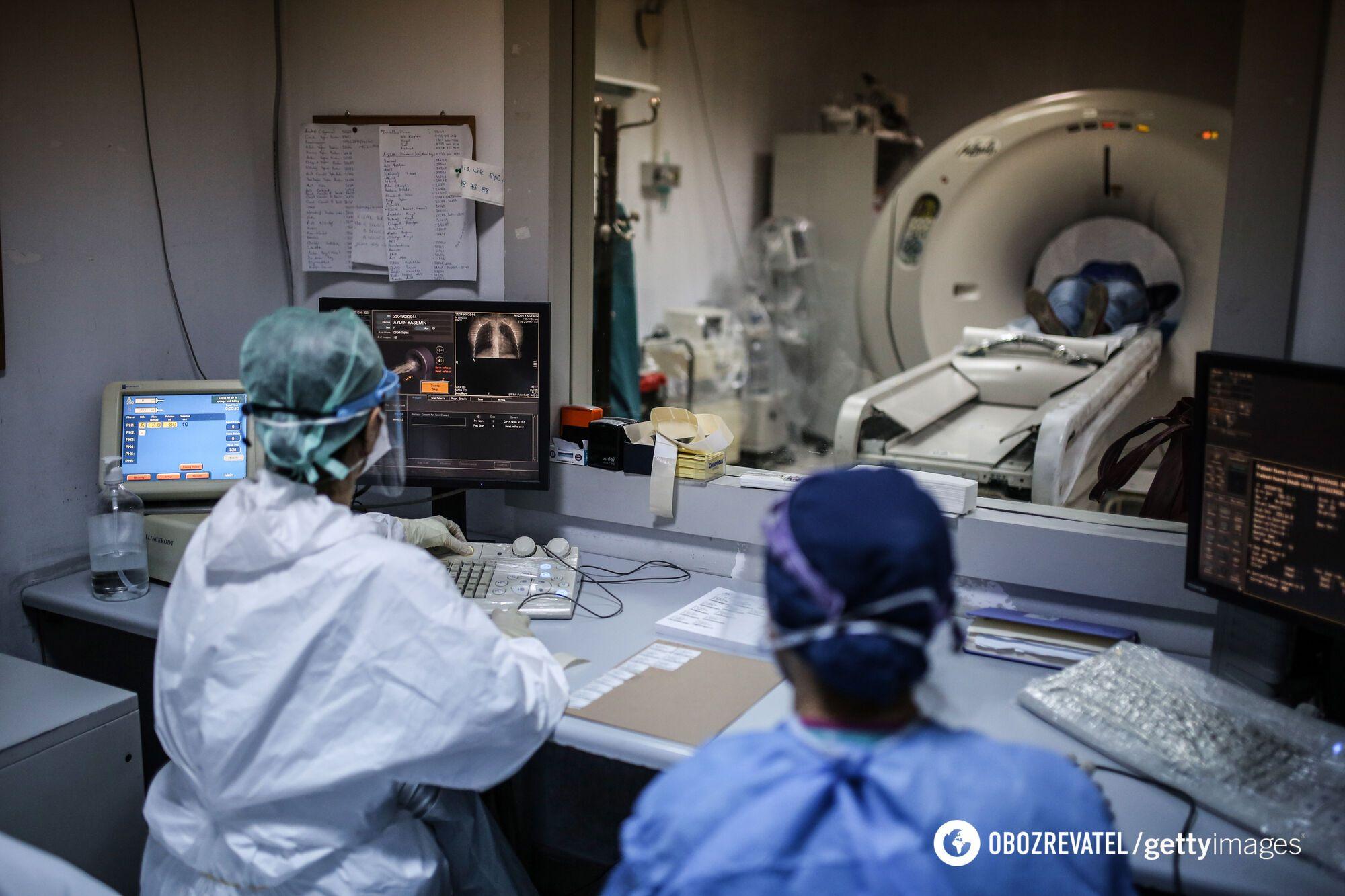 Страховка буде, але не всім! Як Україна намагається захистити лікарів, які борються з COVID-19