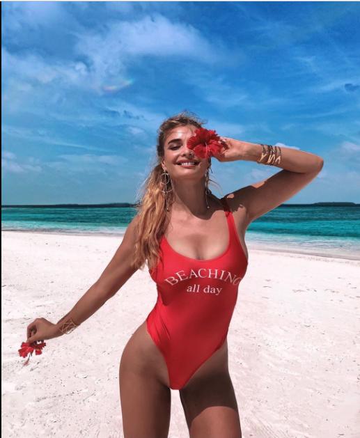 Татьяна Котова в откровенном купальнике