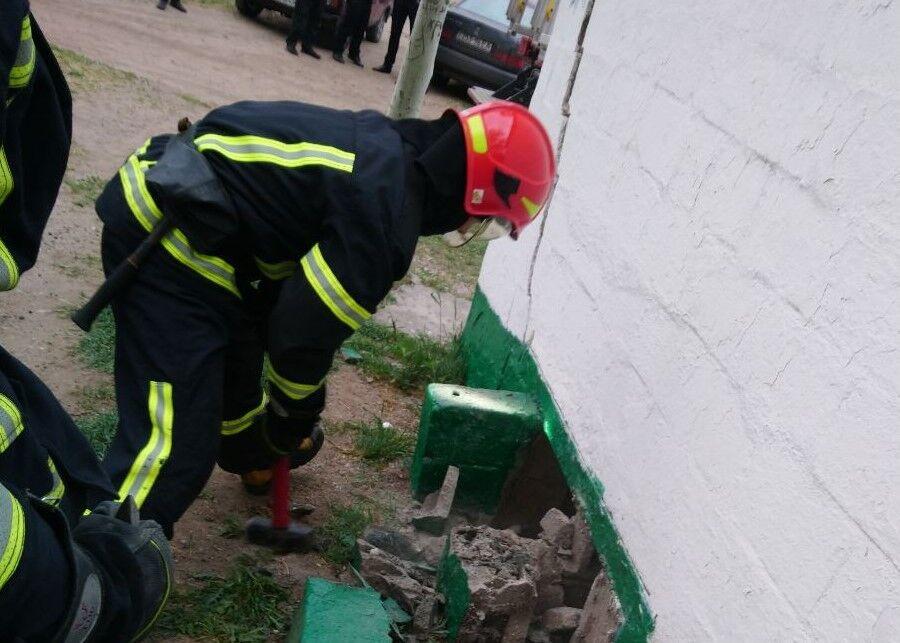 В туалеті Маріуполя виявили тіло молодої жінки