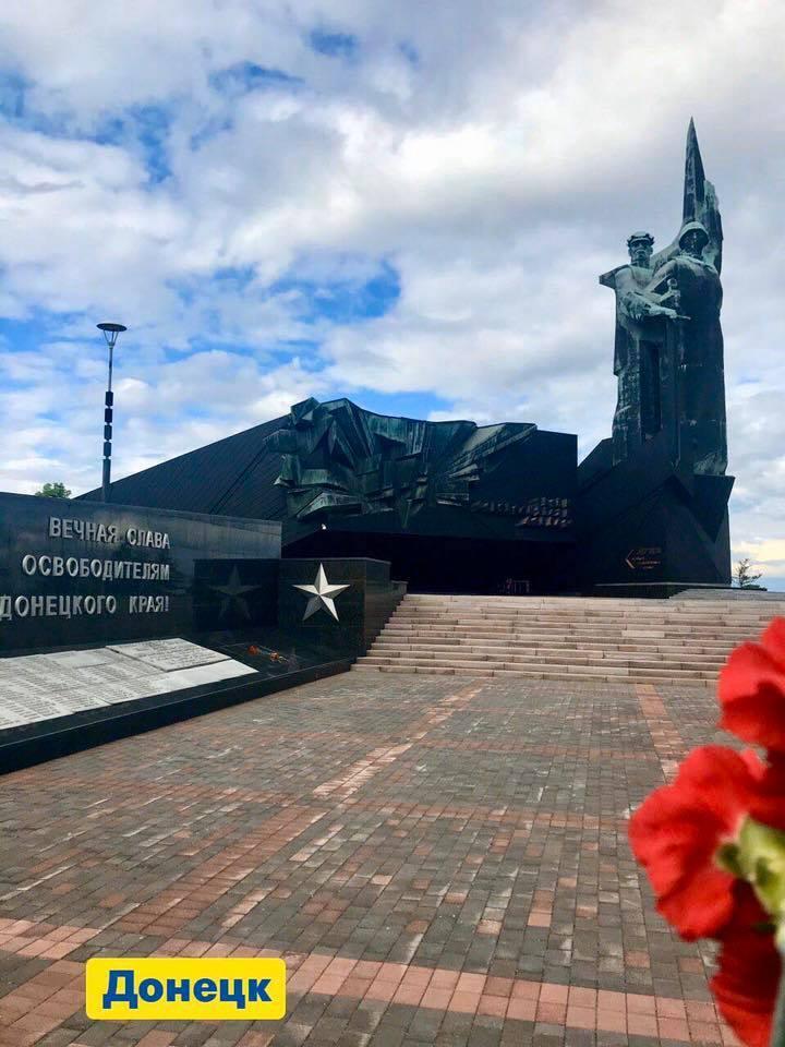 Сивохо заявил, что 9 мая его команда возложила цветы в Донецке. Фото