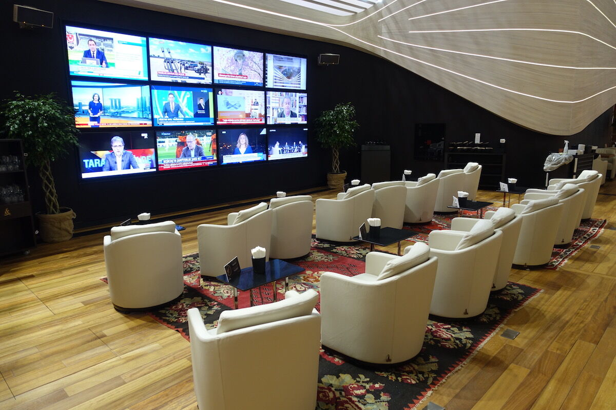 Аеропорт Стамбула: телезона в VIP-залі