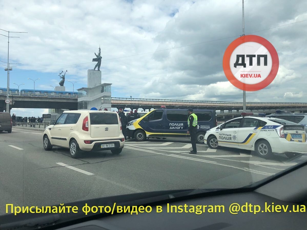 """У Києві """"мінер"""" погрожував підірвати міст Метро й був затриманий"""