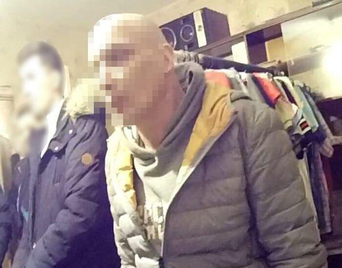 У Києві 50-річного чоловіка затримали за розбещення школярок