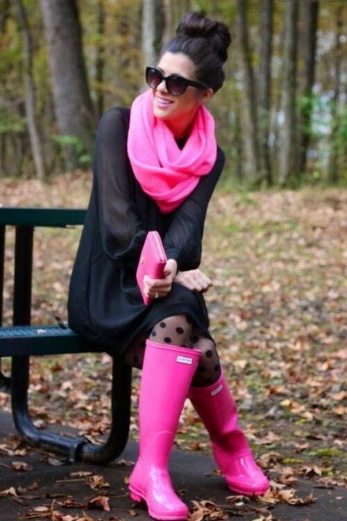 Розовые резиновые сапоги
